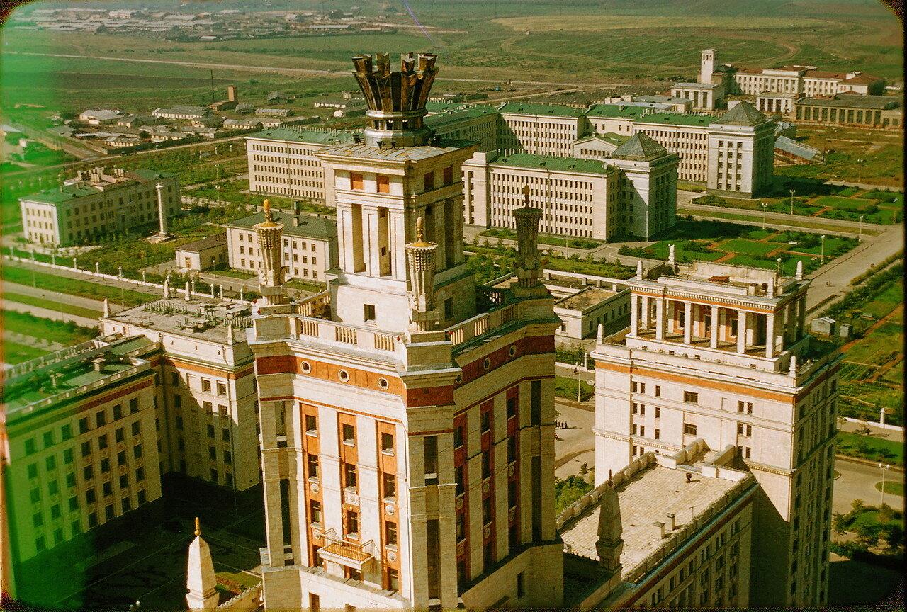 Вид на территорию МГУ сверху
