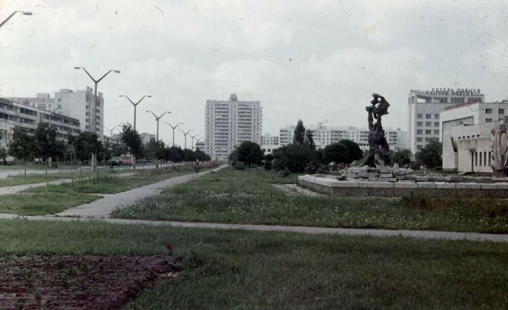 Символ Припяти Прометей и вид к центру города.