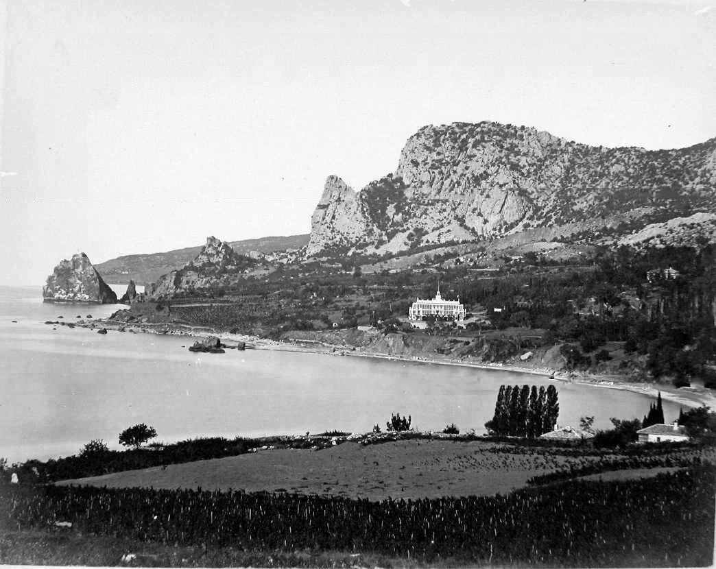 3. Вид дворца у подножия горы Аю-Даг