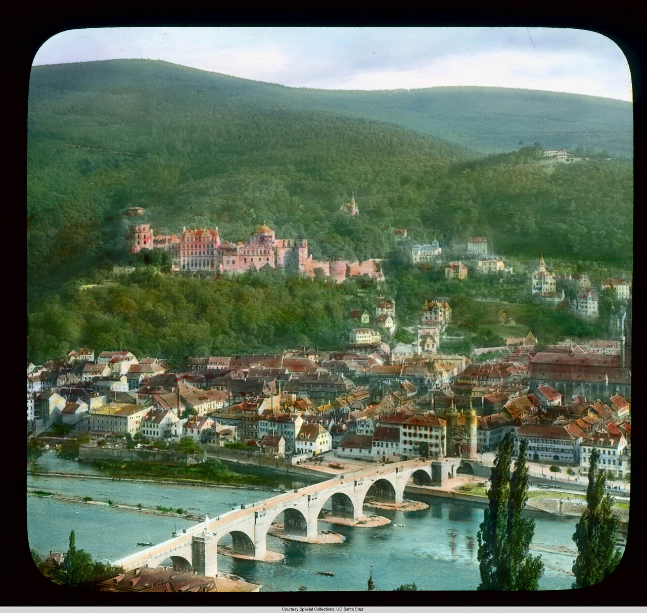 Гейдельберг. Вид с воздуха на Замок, Старый город и Мост Карла-Теодора через реку Неккар