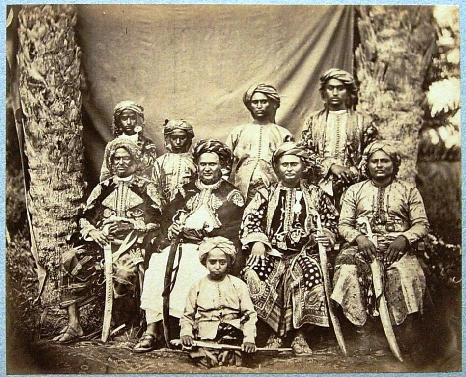 Султан Лахеджа со свитой