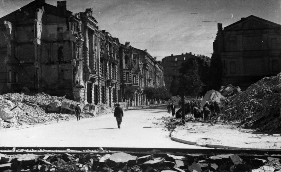 1944.10.01. Разбор руин в центре города