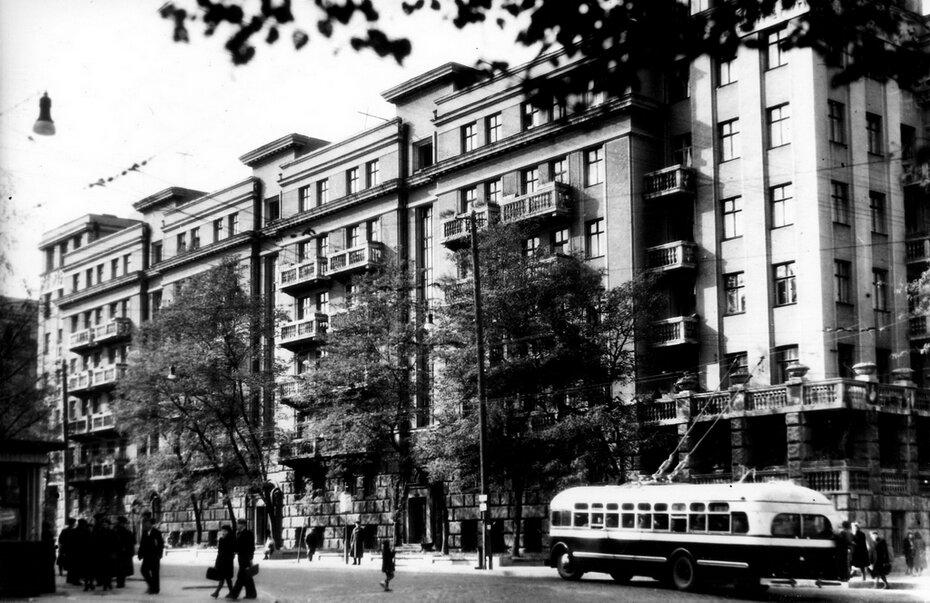 1947.10. Вид на улицу Пироговскую с угла улицы Ленина (теперь Богдана Хмельницкого)