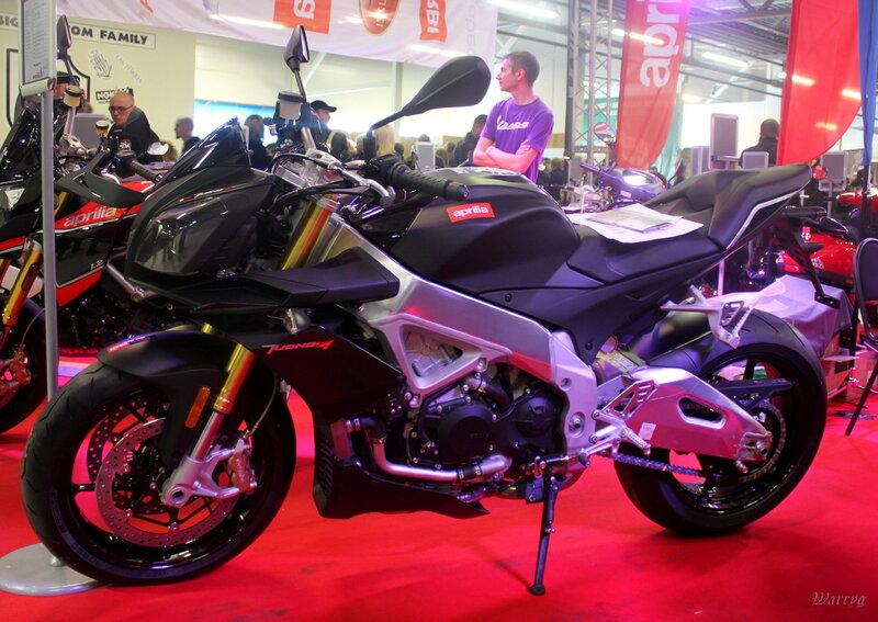 Итальянский мотоцикл Aprilia Tuono V4 APRC