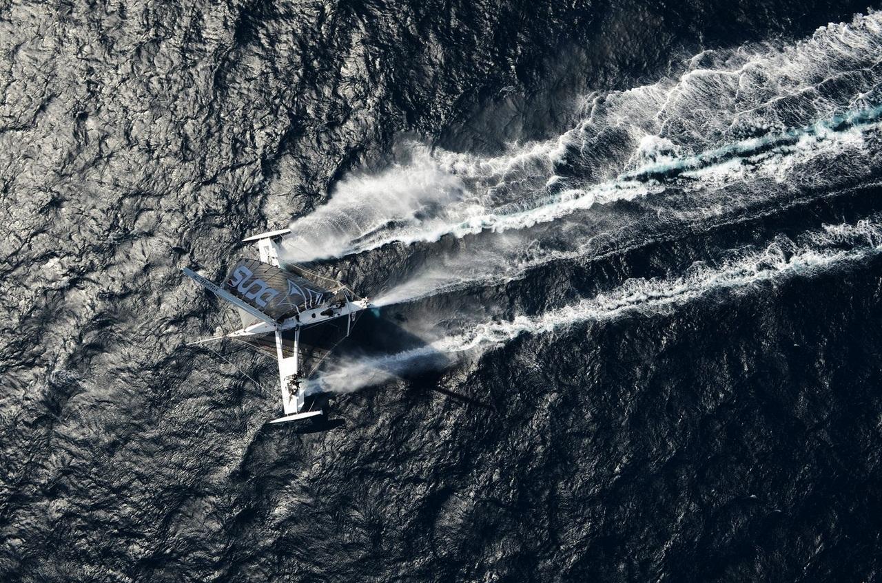 13/05/2012. 5 corsaires pour le record du Pacifique en Hydroptere.