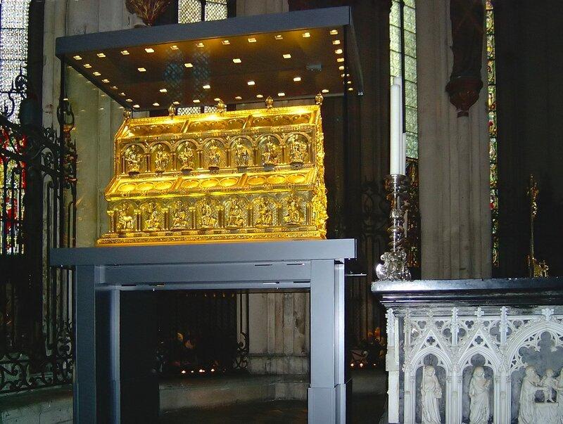 Картинки по запросу Золотой саркофаг с мощами трех евангельских волхвов в Кельнском соборе
