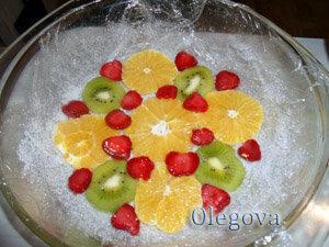 Сборка фруктового торта - шаг 1