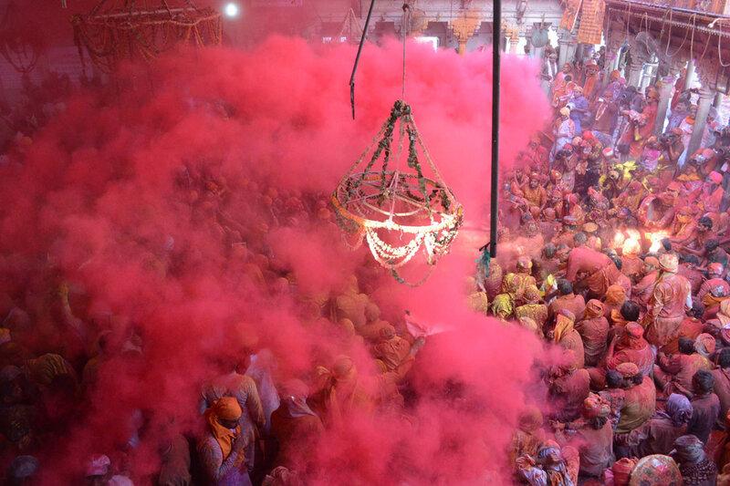 (6)INDIA-MATHURA-SOCIEDAD-FESTIVAL