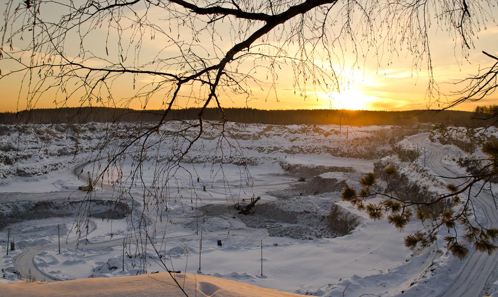 9. Щебеночный карьер на окраине поселка Изоплит в Екатеринбурге (кропнутая зеркалка Nikon D5100, объектив AF-S DX VR Zoom-Nikkor 18-55mm f/3.5-5.6G, выдержка 1/100 сек, приоритет диафрагмы, апертура f/9, фокусное расстояние 22 мм, ИСО 100)