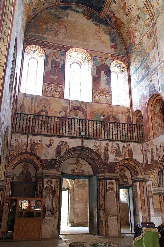 Западная стена и хоры собора в Гелати