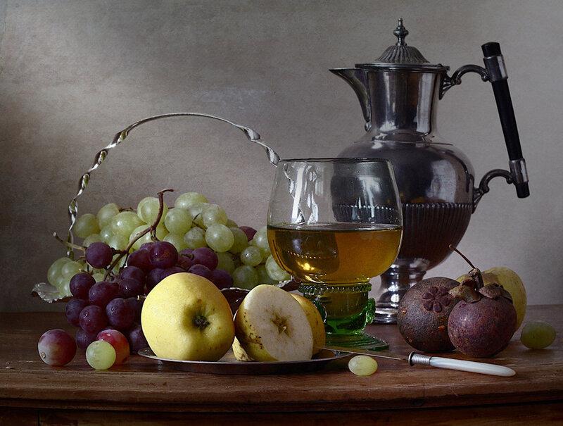 С фруктами и белым вином