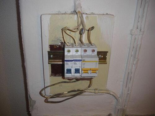 Фото 6. Новый двухполюсный автомат включен. Электроснабжение квартиры восстановлено.