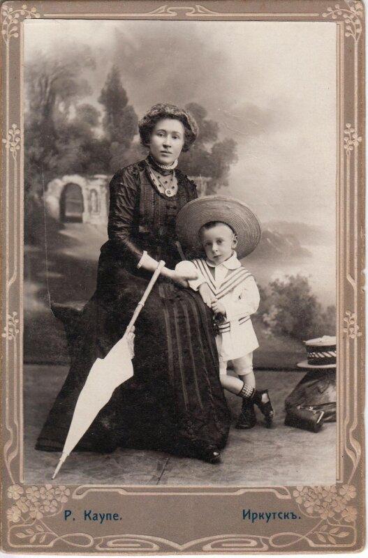 Соснина (урожденная Сорокина) Валентина Фердинандовна с сыном Борисом.Иркутск, июнь 1910года