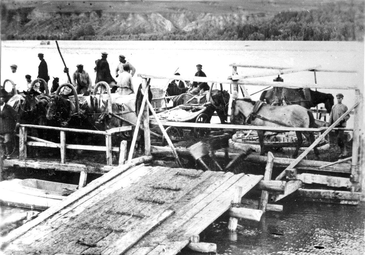 Паромная переправа через реку Томь