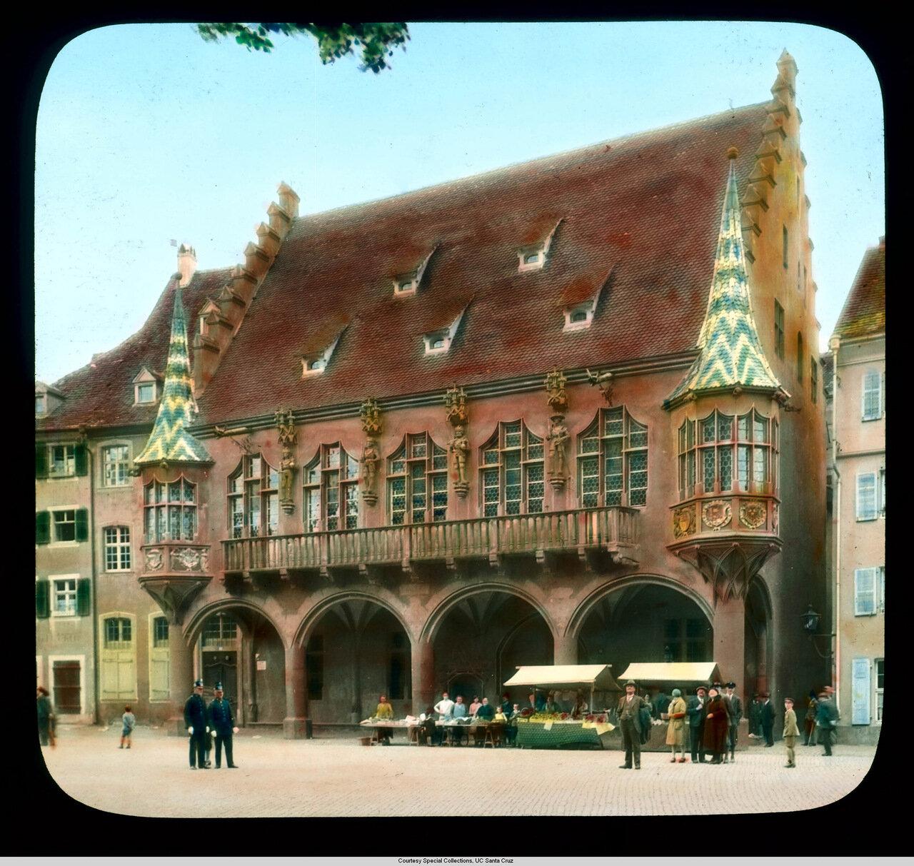 Фрайбург-в-Брайсгау. Фасад Исторического Зала Торговцев