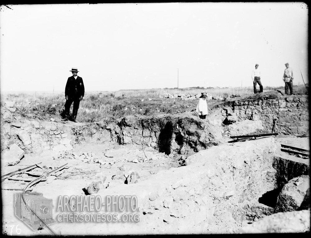 Раскопки в окрестностях Херсонеса. Маячный полуостров