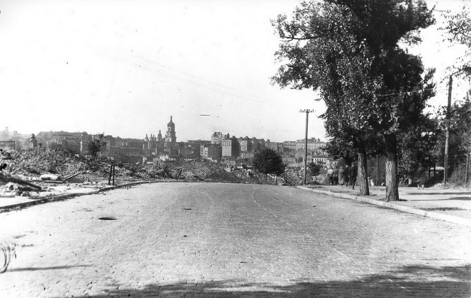 1944. Вид на центр города с разрушенной улицы 25 Октября ( теперь улица Героев Небесной сотни)