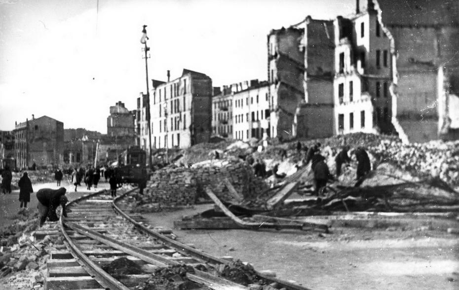 1944.03.06. Вид с площади Калинина на развалины домов четной стороны Хрещатика