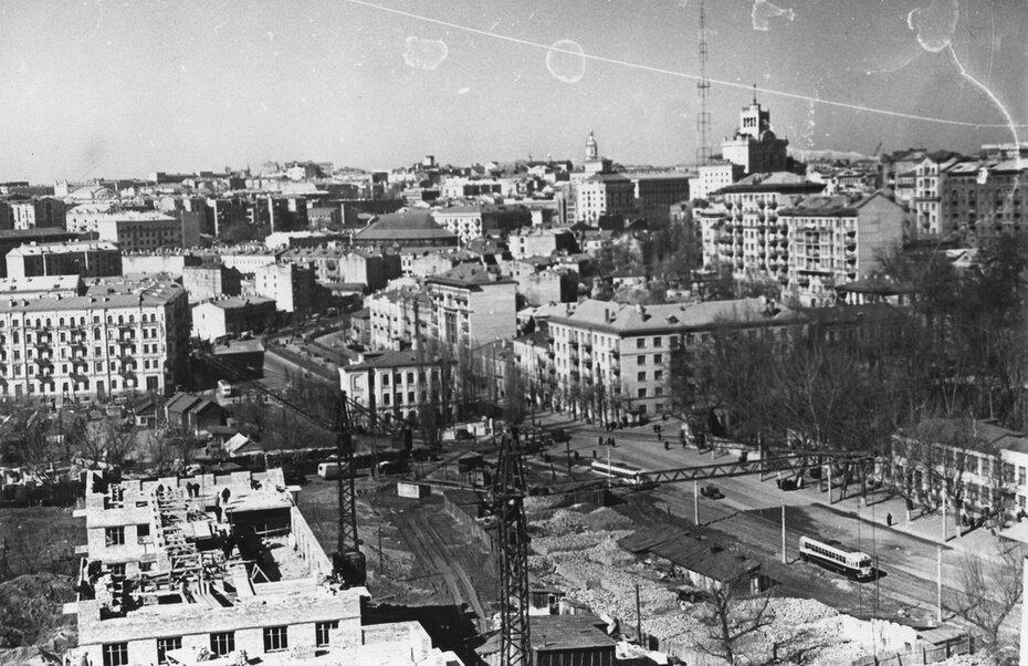 1959.03. Панорама улицы Бассейной и начало улицы Мечникова