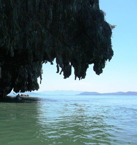 Нависающие скалы в архипелаге Си-Ми-Ли..JPG