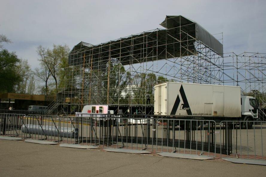 ФОТОФАКТ: Запорожье в ожидании зрелищ: на «Радуге» идут подготовки к концерту, фото-4