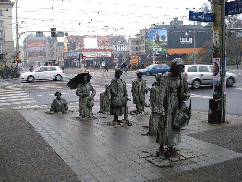 Памятник подземному пешеходному переходу в Варшаве