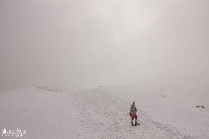 плохая погода на перевале торон ла, гималаи