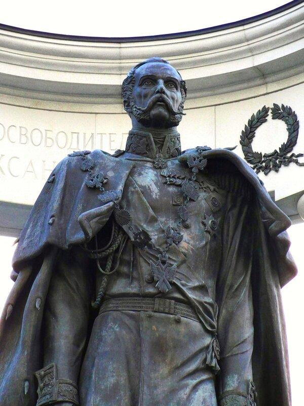 Памятник Александру II в Москве.jpg