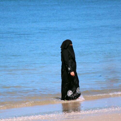 фото женщины выходящей из моря