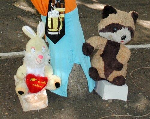 игрушки и хенд-мейд на улице украшение дворов луганск