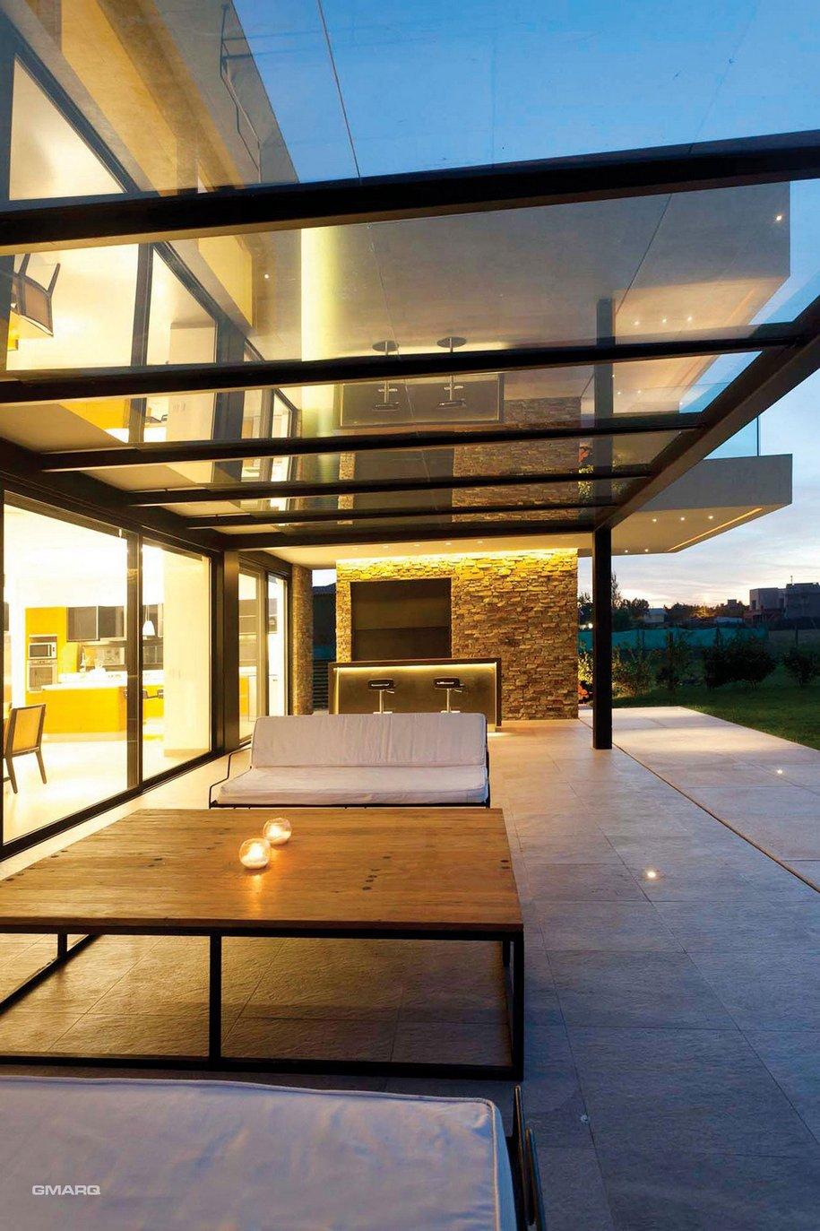 Частный дом в пригороде Буэнос-Айрес от Estudio GMARQ