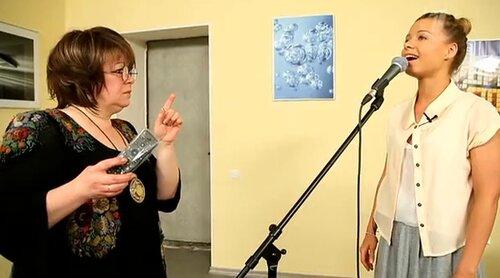 Юлия Савичева репетирует роль Жанны Агузаровой