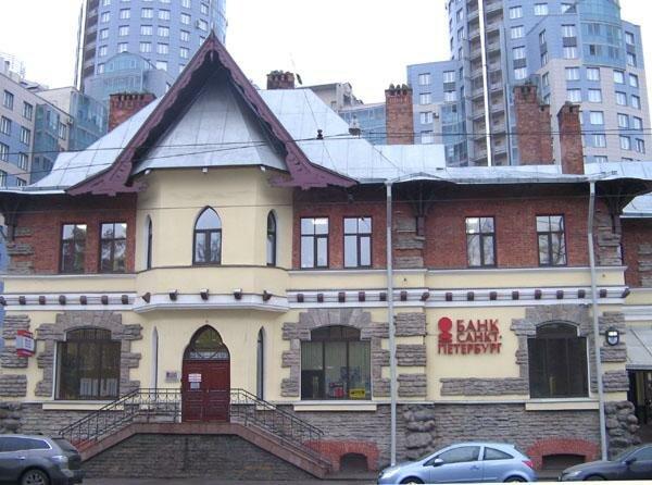 Дом 83 — Магазин и чайная купца М. Е. Башкирова. 1905 арх. Василий Сергеевич мартынович