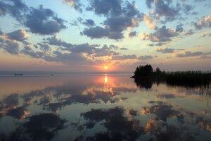 Рассвет над озером Акакуль