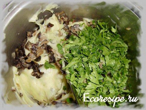 Приготовление начинки для постных пирожков с картошкой и грибами