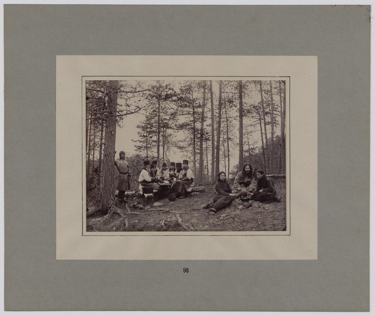 Монахи и послушники Валаамского монастыря за трапезой. 1887 г.