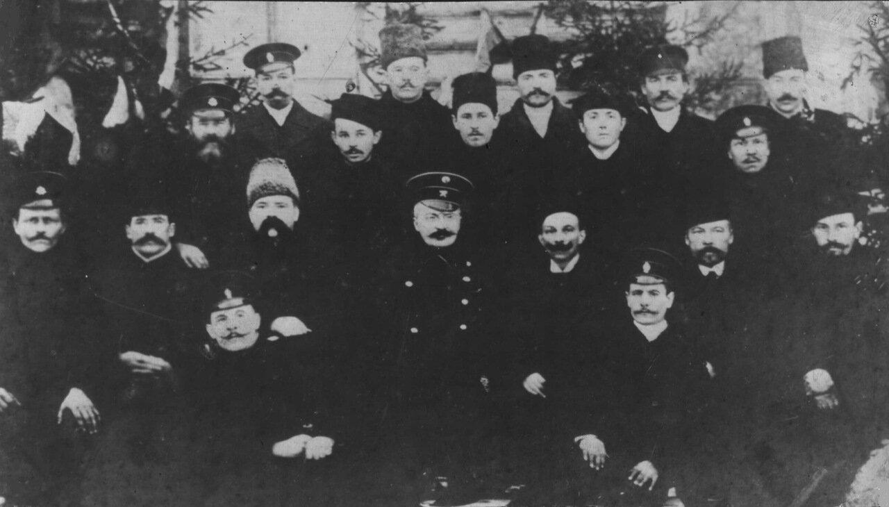 1917. Группа железнодорожников Виндаво-Рыбинской дороги в Москве