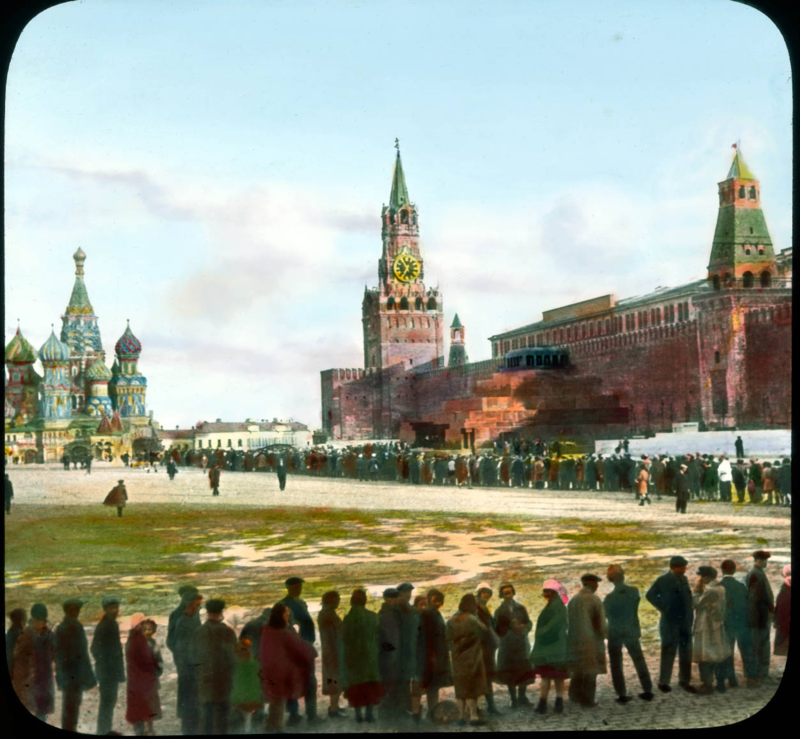 Москва. Красная площадь, с толпами в Мавзолей