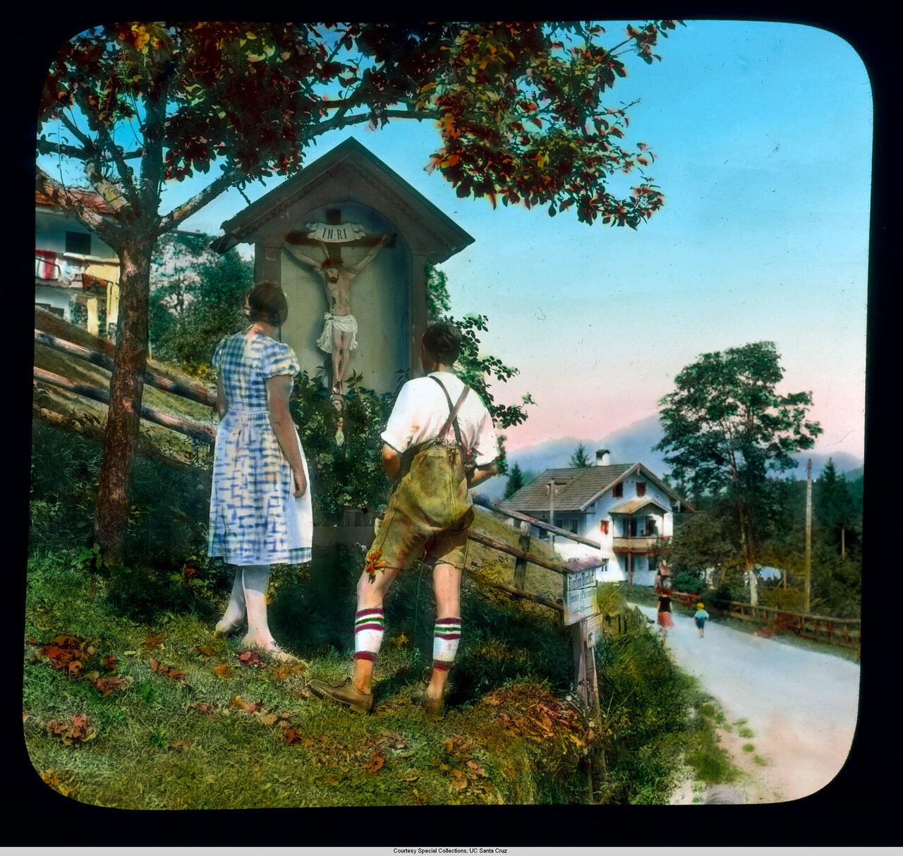 Бавария. Баварцы у придорожного алтаря в Шёнау-ам-Кёнигсзе