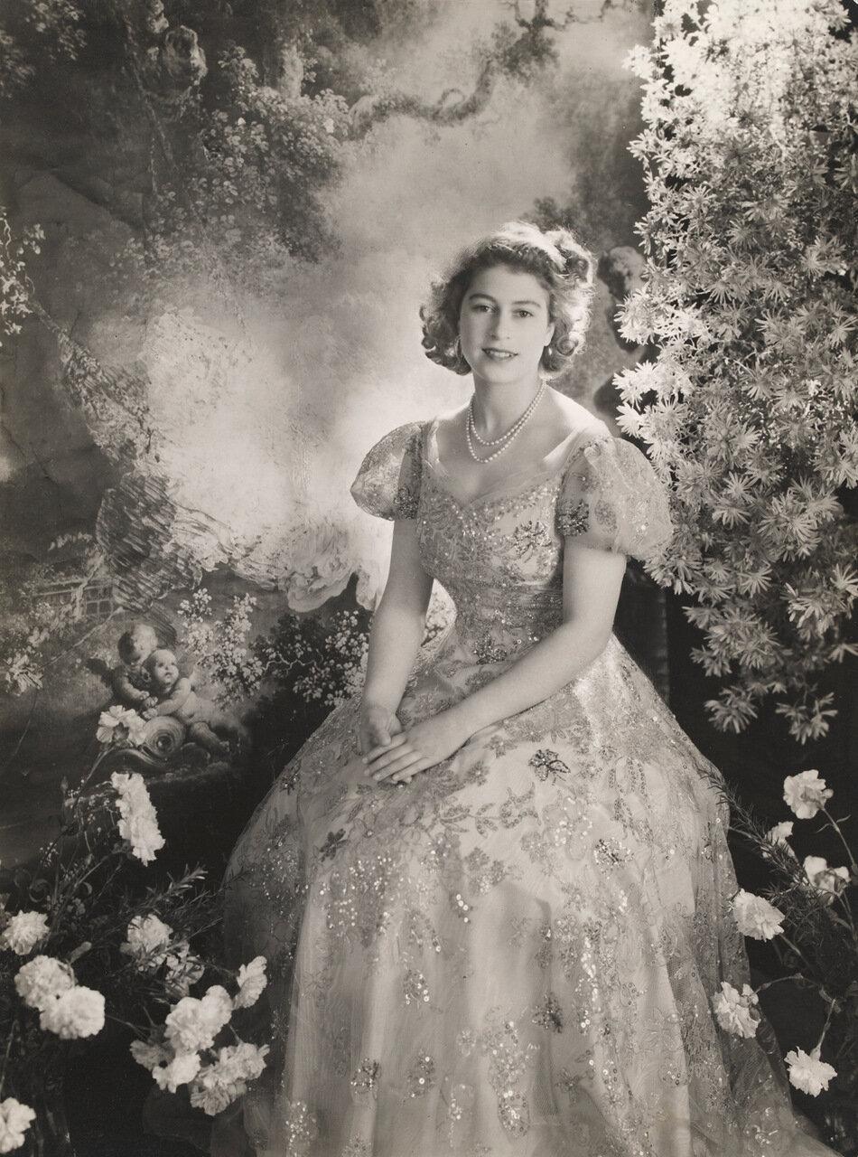 Принцесса Елизавета, Букингемский дворец, Март 1945 г