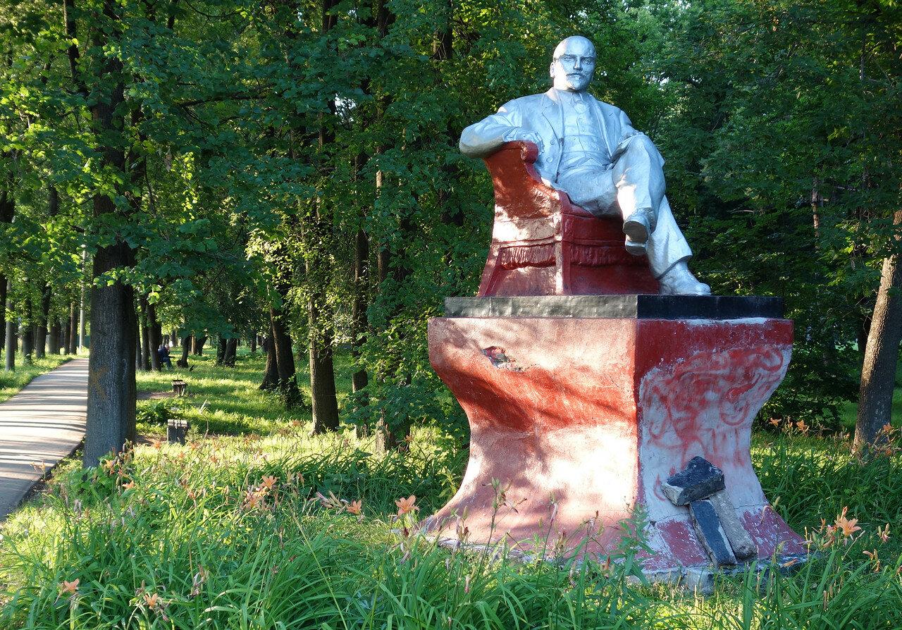 Ленин в кресле