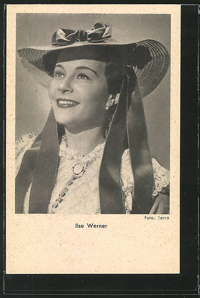 AK-Schauspielerin-Ilse-Werner-laechelnd-mit-Hut-portraetiert.jpg