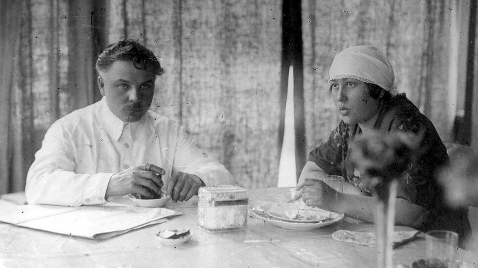 Ворошилов на отдыхе с женой в Сочи 1930 г..jpg