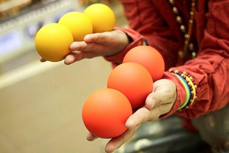 Инструкция в картинках: как научиться жонглировать мячиками