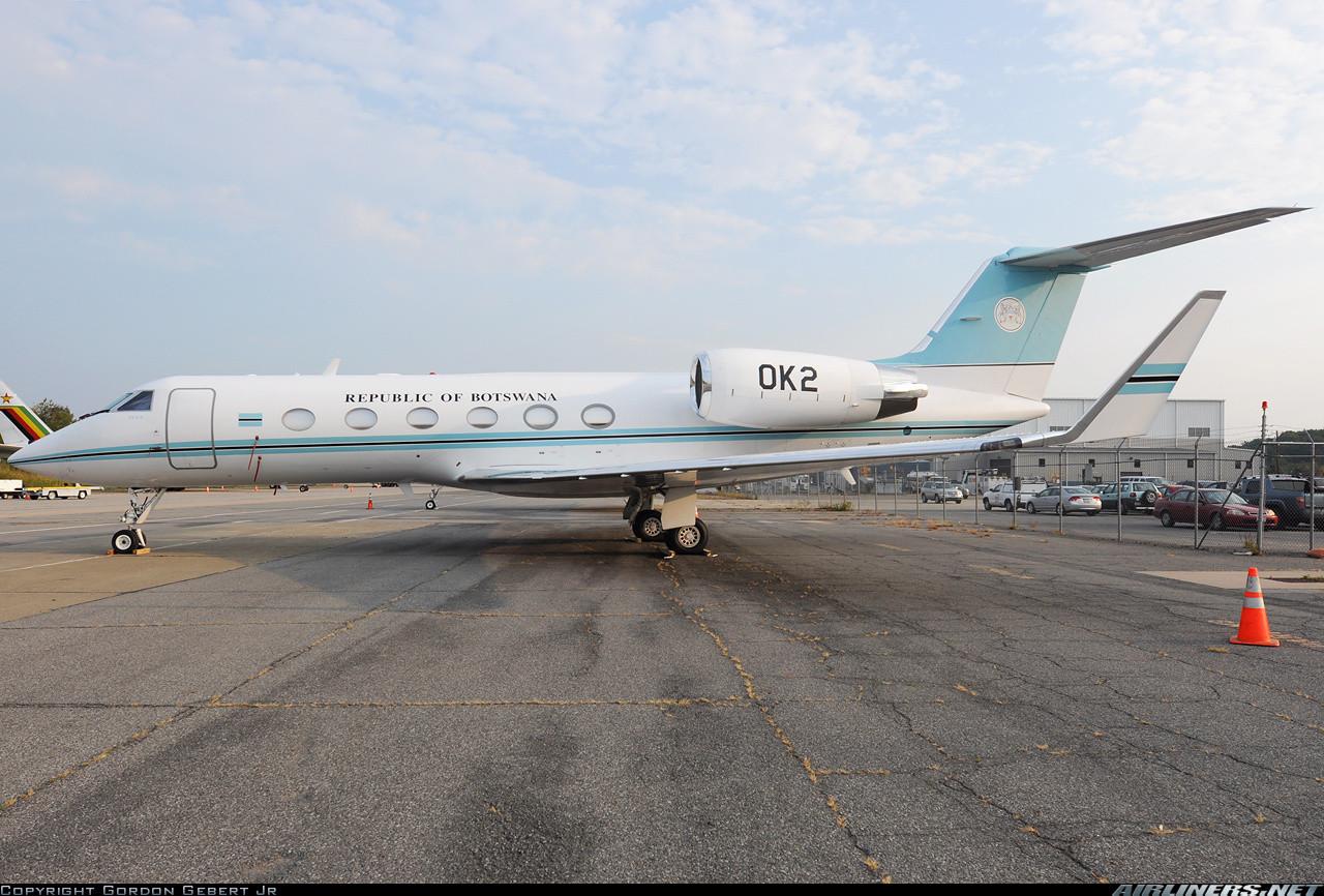 Ангола. Правительство Анголы имеет 2 самолёта Bombardier Q Series. ВВС Анголы использует для перевоз