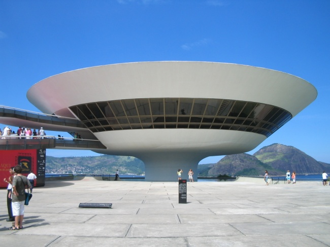 Музей современного искусства вНитерое, Бразилия. А модерн (онже ар-нуво, онже югендстиль)— совс