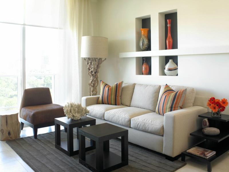 Дизайн интерьера гостиной в светлых оттенках фото 19