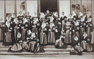 Врачи и медсестры полевого лазарета русского Красного креста, ноябрь 1877