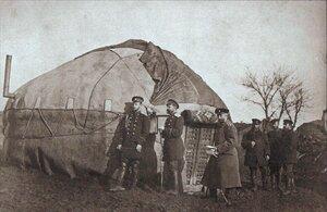 Великий князь Сергей Александрович со своим адъютантом перед шатром в Пордиме, 1877