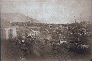 Переход русских войск на пути в Плевну. На заднем плане - место, куда 10 декабря 1877 года Осман-пашой был нанесен главный удар